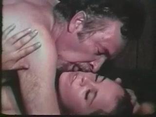 Порно с молоденькими девушками и их парнями дома на кровати у себя доме