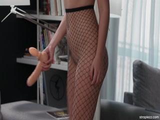 Порно видео лесби, которая отлизала подруге пизду в машине