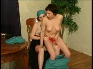 Секс с доктором-лесби в кабинете у нее дома  для возбуждения