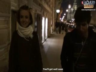 Секс с молодой русской девушкой, которая любит давать во все дырки парню на унитазе у себя дома