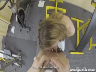 Порно видео с молодыми спортсменами, которые любят ебаться на трениров