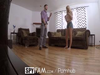 Брат ебет сестру и кончает ей на попку после секса с ней дома, пока родителей нет