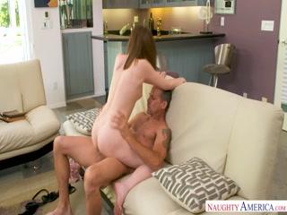 Секс с рыжими девушками и их парнями дома на диване в разных позах, после чего