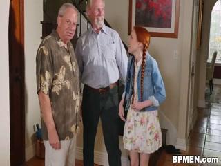 Дед трахает молодую внучку, которая не против секса со своим дедом