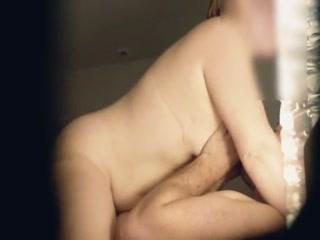 Скрытую камеру снял молодой парень на кровати - секс с брюнеткой в чулках дома у парня